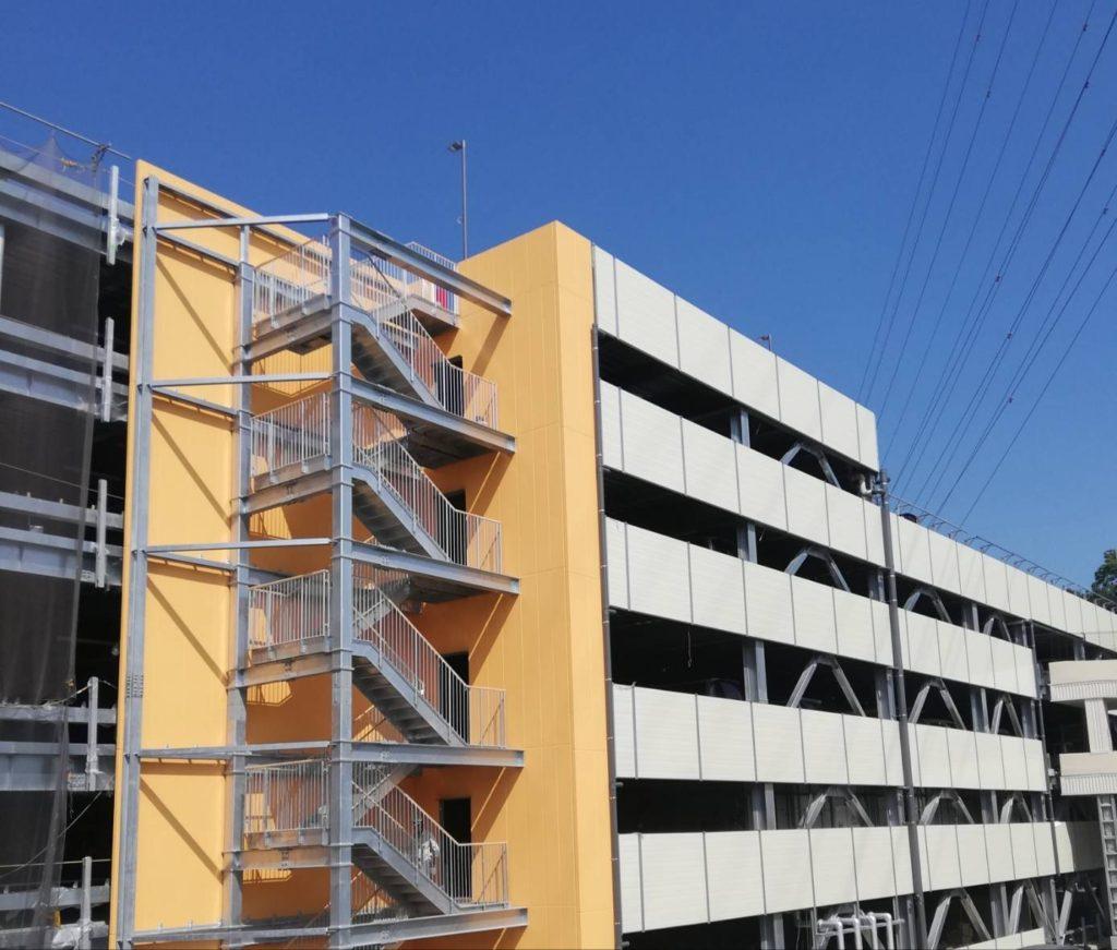 テラスモール松戸階段駐車場
