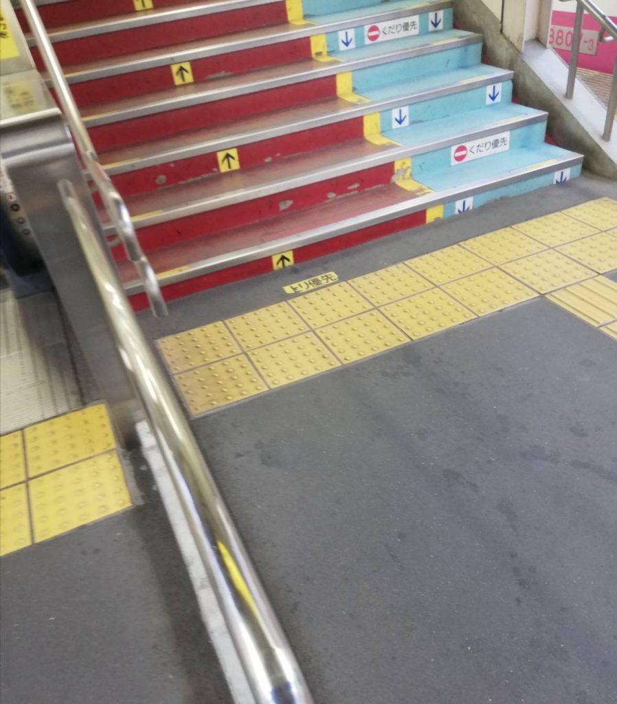 松戸駅新京成線ホーム階段