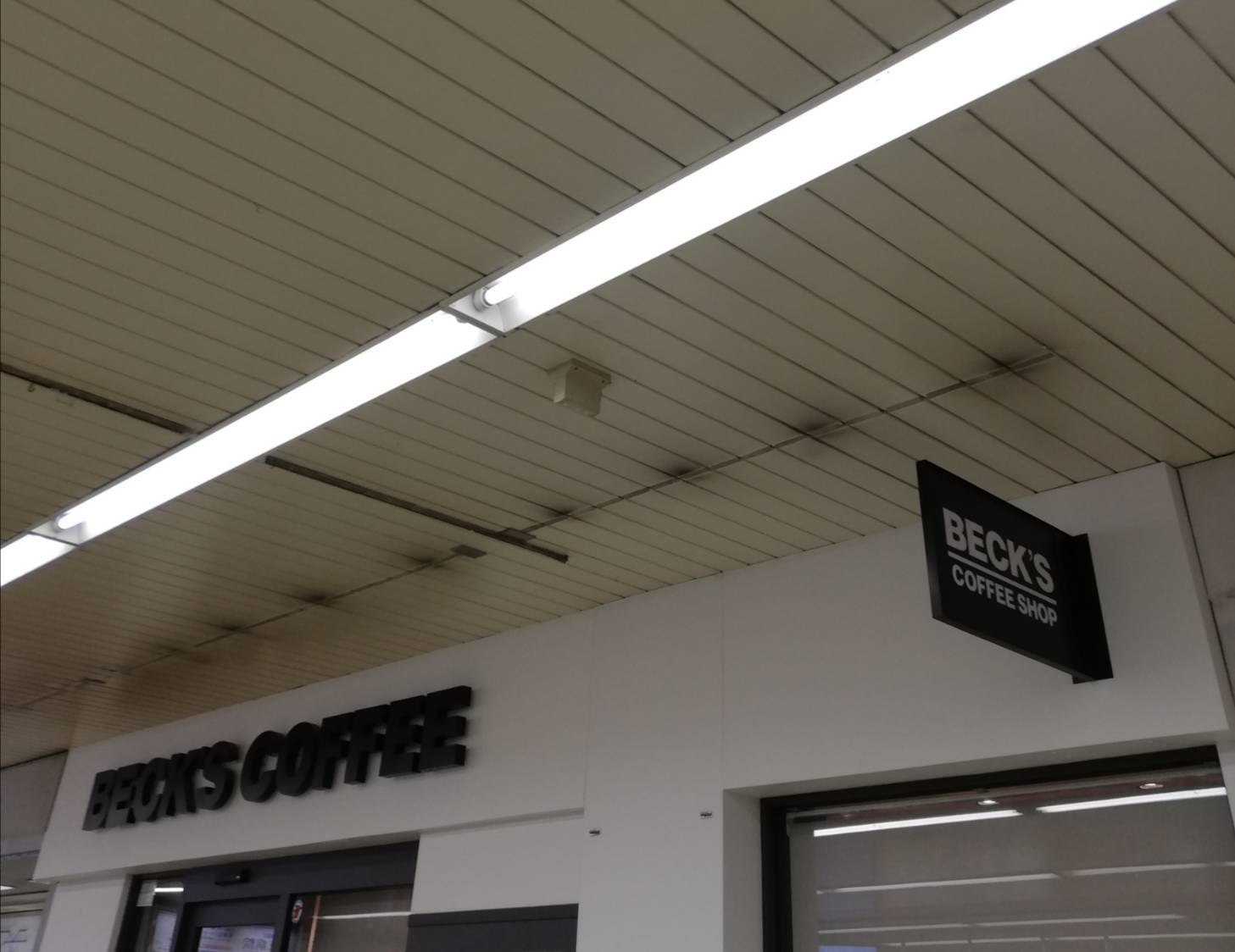 ベックスコーヒー営業再開