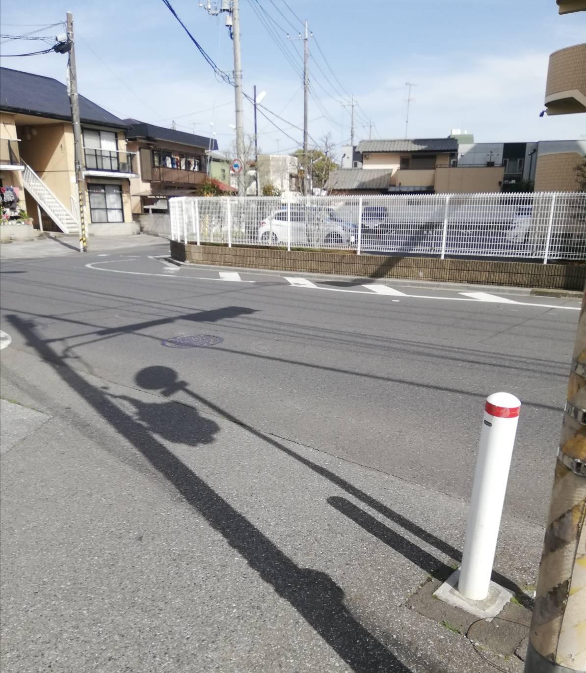県道51号金ケ作交通事故白色軽自動車自転車